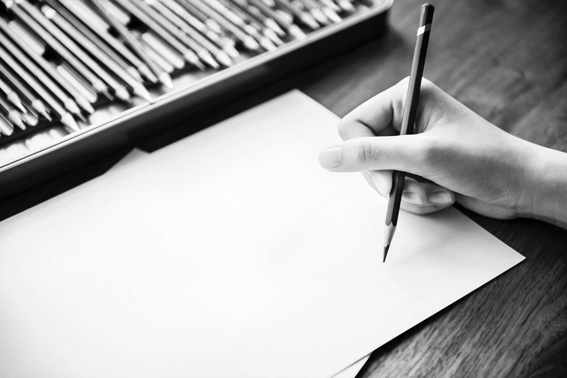 matita e colori su foglio di carta