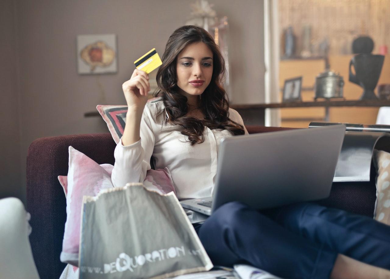 acquistare online - Foto di Andrea Piacquadio da Pexels