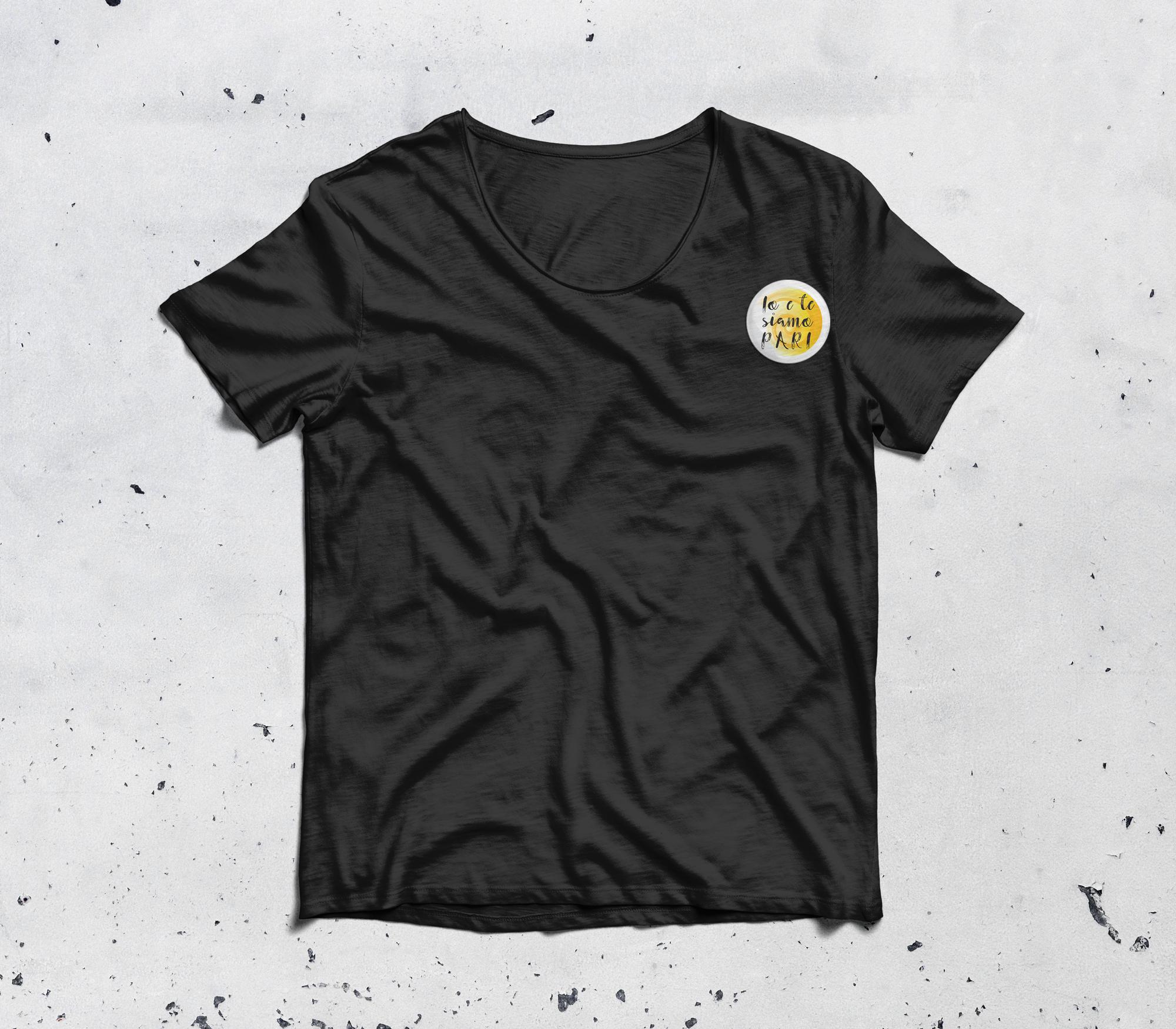 """Stampa su t-shirt nera per """"Io e te siamo pari"""""""
